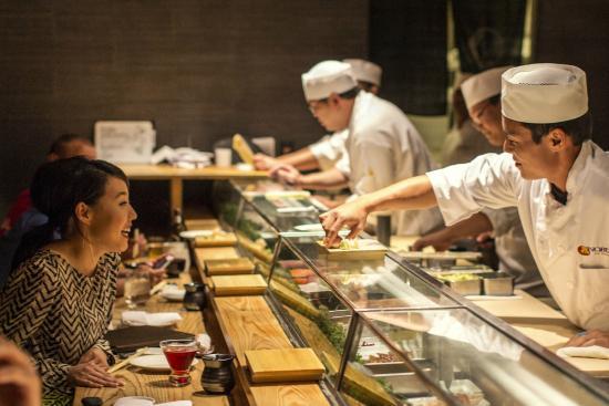 Cucina a vista in un ristorante giapponese